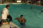 Una volta l'anno questa piscina organizza un party UNICO nel suo genere