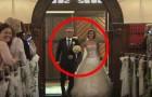 Die Braut und der Vater kommen in die Kirche... Was sie machen, wird auch den Bräutigam überraschen