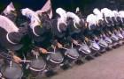 Appena questi percussionisti alzano la testa, tutti rimangono scioccati dalla loro precisione