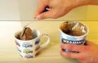 Mette del gelato in una tazza e vi svela il trucco per un dessert irresistibile... in 2 minuti!