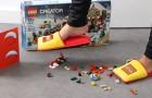 L'azienda Lego inventa delle pantofole speciali e pone fine a 66 anni di