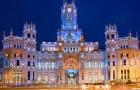 Uno dei palazzi più belli di Madrid ospita 200 senzatetto per una vigilia di Natale memorabile