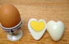 Des œufs en forme de cœur? Découvrez comment les faire... c'est super simple!