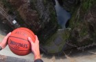 Lasciano cadere una palla giù per una diga... Ciò che accade sembra una vera magia!
