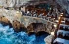 Un ristorante costruito all'interno di una grotta pugliese: l'atmosfera è mozzafiato