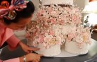 La sposa lavora per mesi alla sua torta nuziale. Ma il risultato è DA URLO!