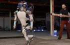 Ce robot a des capacités impressionnantes: quand il tombera au sol, vous comprendrez pourquoi