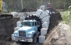 A special truck creates tunnels with openings in a few minutes!