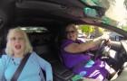 2 femmes plus toutes jeunes montent dans une Lamborghini: leurs réactions sont hilarantes