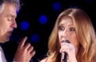 Celine Dion raggiunge sul palco Andrea Bocelli: il loro duetto è magico