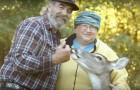 Ooit redden zij het leven van een blind hert en nu biedt het hert hun op een bijzondere manier hulp