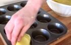 Il coupe les pommes de terre en tranches et les met dans un moule pour muffins: quand il les sort du four... trop bon!