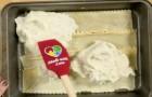Ze bedekt de lasagne met een laag aardappelpuree. Het resultaat? Zoiets heb je vast nog nooit gezien!