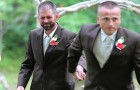 Mentre porta la sposa all'altare, il padre si blocca e prende per mano un uomo: la ragione è incredibile