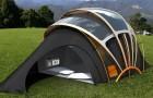 Eine Firma hat ein Zelt entwickelt, das Licht, Wärme, Strom und Internet bietet