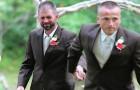 Pendant qu'il amène la mariée à l'autel, le père s'arrête et prend la main d'un homme. La raison est incroyable