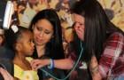 Elle entend le cœur d'un bébé et éclate en sanglots: la raison est touchante