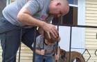 El niño tiene la cabeza atrapada entre las rejas: miren como logra liberarse...