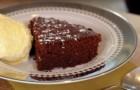 Hai 8 minuti liberi? Sono sufficienti per preparare questa pazzesca torta al cioccolato!