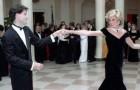 Queste rarissime foto immortalano una timida Lady Diana alle prese con dei ballerini d'eccezione