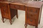 Trova una scrivania nei cassonetti e la restaura... Il risultato finale è da rivista