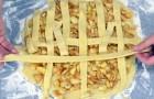 Stende strisce di pasta su un gustoso ripieno: il risultato? Un classico tra i dolci d'Oltreoceano!