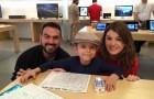 Un bambino malato di cancro entra in un Apple Store: il manager lo stupirà con un gesto speciale