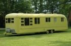 Acquista e restaura un caravan degli anni '50: entrando sembra di viaggiare nel tempo