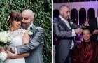 Pendant le mariage, le marié rase les cheveux de la mariée: voici un geste d'amour exemplaire