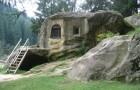 Un monje escava durante 15 años la roca con un cincel: el resultado es un lugar magico