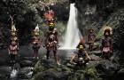 Un fotografo va a cercare alcune tra le più rare tribù al mondo... prima che spariscano del tutto