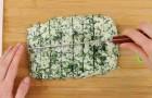 Mescola spinaci e formaggio e crea dei listelli: dopo la cottura avrete l'acquolina in bocca