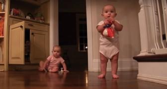 2 gemelline condividono dei dolci: la reazione di PURA GIOIA vi contagerà