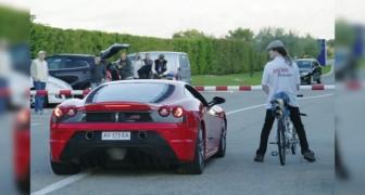 Una Ferrari gareggia contro una Bicicletta: l'esito non è quello che vi aspettereste