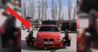 Un'auto si ferma nel parcheggio, si aprono gli sportelli e... Wow! Non crederete ai vostri occhi!