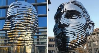 Die bewegliche (und polemische) Statue zur Ehre von Kafka: 39 Tonnen Stahl und Schönheit