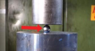 La prensa hidraulica contra una bola de metal. Lo que sucede es ABSURDO