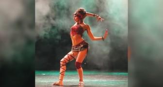 De dans die het vrouwelijk lichaam prijst: je zult je ogen niet af kunnen houden van deze danseres!