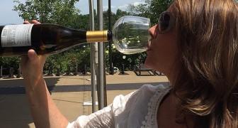 Bere con stile: ecco la curiosa invenzione per attaccarsi alla bottiglia