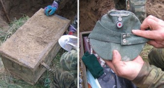 Scava un pozzo e trova una cassetta metallica: dentro un tesoro della II Guerra Mondiale
