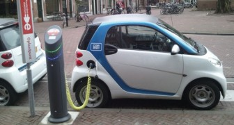 Elektrische Auto's Zijn Te Stil En Dus TE GEVAARLIJK... Daarom Worden Ze 'Aangepast'