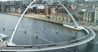 Es scheint eine normale Brücke zu sein, aber wartet ab, dass sie in Bewegung kommt, um ein Schiff passieren zu lassen