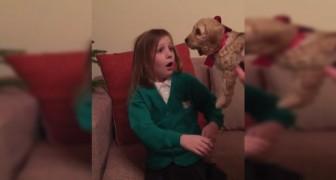 Il regalo di Natale è inaspettato: la bambina rimane SOPRAFFATTA dalla gioia