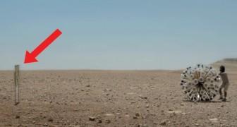 Se acerca el cartel y deja que el viento empuje la pelota: el motivo los llevara a admirarlo