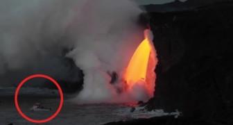Auf dem Meer um den Vulkanausbruch zu sehen: diese Schifffahrt ist nervenkitzelnd und...spektakulär
