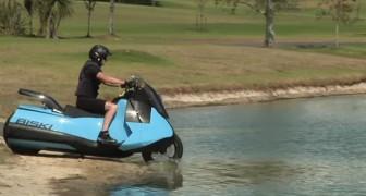 De la terre ferme à l'eau avec le même véhicule: voici la moto amphibie qui garantit un plaisir total