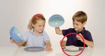 Pour cette expérience, un enfant reçoit de la nourriture et l'autre non: leur réaction est une grande leçon