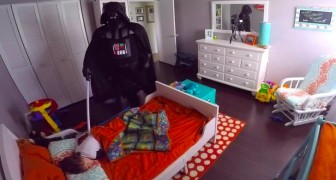 Il essaie d'effrayer son fils en s'habillant en Darth Vader, mais sa réaction va le bluffer