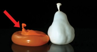 Captivating slow-motion images of free-falling water balloons!