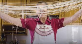 Die seltsamste Pasta der Welt wird komplett per Hand hergestellt: und so wird´s gemacht